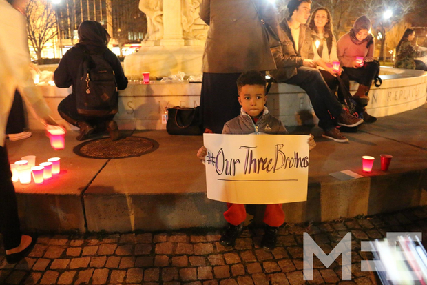 A child holds a sign at the vigil in Washington, DC (MEE/Ilana Alazzeh)